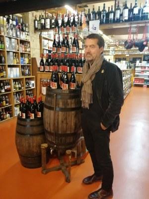 L'artista Josep Maria Codina és l'autor de l'etiqueta del Vi Novell 2019. Foto: Ajuntament