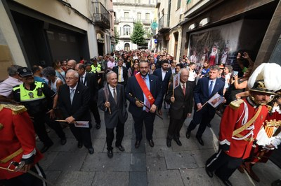 L'alcalde, David Bote, en l'Anada a Ofici acompanyat dels quatre exalcaldes: Joan Majó, Manuel Mas, Joan Antoni Baron i Joan Mora. Foto: Albert Canalejo