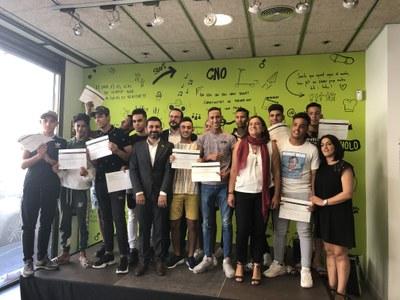 L'alcalde i el conseller entreguen els diplomes als joves