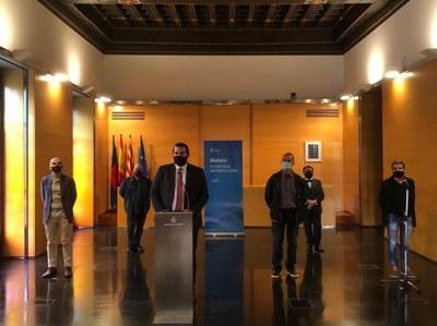 L'alcalde, David Bote, amb el regidor d'Administració, Bon Govern i Mobilitat, Juan Carlos Jerez, i els representants de la FAGEM, PIMEC, UGT i CCOO. Foto: Ajuntament