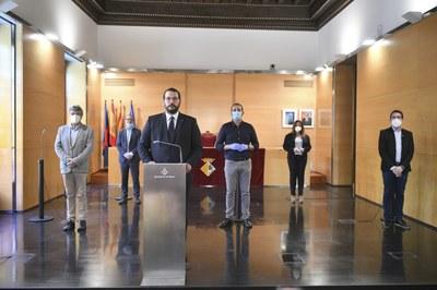 L'alcalde i els representants dels grups municipals (PSC, ERC-MES, ECPM, Junts per Mataró i C's). Foto: Romuald Gallofré