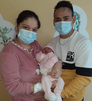 Imatge primer nado amb els seus pares. Foto: Consorci Sanitari del Maresme