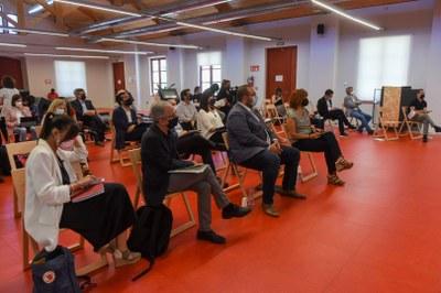 Alcaldes i participants a la jornada. Foto: Albert Canalejo