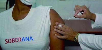Declaració Institucional que presenta el grup municipal d'En Comú Podem de suport a l'alliberament de les patents de les vacunes de la COVID-19
